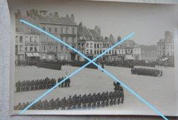 Photo SAINT OMER Grand Place Revue Militaire Défilé Infanterie Armée Française Vers 1900 - Lieux