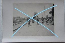 Photo SAINT OMER Canal Pont Métallique Vélo Cariole Charette Belle Animation!  Vers 1900 - Lieux