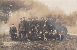 CARTE PHOTO ALLEMANDE - GUERRE 14-18 - KÖNIGSBRÜCK (ALLEMAGNE) - SOLDATS ALLEMANDS EN MANOEUVRE - Weltkrieg 1914-18