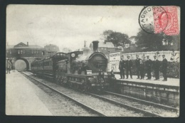 Train Arrivant En Gare De Tadworth  ( Inedit Sur Delcampe à Ce Jour ) Obe35100 - Surrey