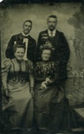 France Ferrotype Tintype Famille Portrait 2 Couples Ancienne Photo 1897 - Oud (voor 1900)