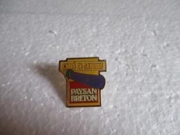Pin's Laiterie Even - Paysan Breton (29).Carré De Saveurs. - Alimentation