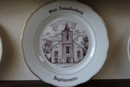 * Ingelmunster * 1 Uniek Bord Magvam Porselein Van Ingelmunster Sint Amandus Kerk - Céramiques