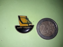 1 PIN'S. ROTO ALPINE. FENETRE. - Badges