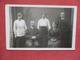 RPPC  Family Group  .  Ref 3640 - Postcards