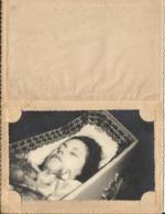 Photo Personne Décédée Dans Cercueil Avec Souvenir Mortuaire Georgette DE MEY - Ixelles - Boitsfort 1922 - 1945 - Personnes Identifiées