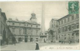 Arles 1912; La Place De La République - Voyagé. (LL) - Arles
