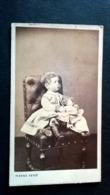 CDV - PHOTO PIERRE PETIT - ENFANT ET SA POUPEE  - 10.5 X 6.5 Cm. - Albums & Collections