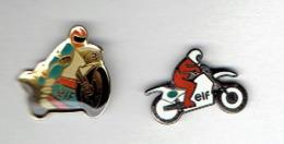 MOTO LOT DE 2 PINS PUBLICITE ESSENCE ELF EN TRES BON ETAT - Motor Bikes