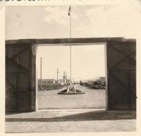 Algérie : FOURCHI - AIN M'LILA : Camp Militaire De S.A.S. Fourchi - 7é  - R.T. A.  ( Format 9cm X 8,5cm ) - War, Military