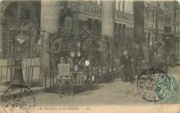 PARIS  DEBALLAGE DE RUE  Faubourg Saint Antoine  ANTIQUAIRE BROCANTEUR - Petits Métiers à Paris