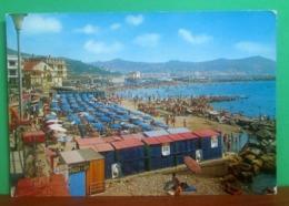 IMPERIA Spiaggia Animata Cartolina  Viaggiata 1974 - Imperia