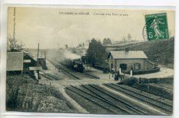 50 VILLEDIEU Les POELES Arrivée Du Train En Gare Passage à Niveau Voies De Chemin De Fer 1910 Timb       /D17-S2017 - Villedieu