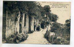 37 ROCHECORBON Les Habitants Des Maisons Troglodytes Dans Les Coteaux 1922 Timb    /D17-2017 - Rochecorbon