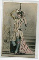 ARTISTE 1176 Eugénie FOUGEREBas Porte Jaretelle Robe Fendue Erotisme Réhaussée Petits Brillants   1904 - Artistes
