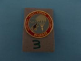 """PIN'S - BAUDOUR  - """"  FOSTY MEMORY BAUDOUR 06/06/1944 - 11/06/1994   """"- Voir Photo ( 3  ) - Villes"""