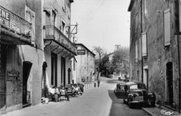 30 - Sumène - Bureau De P.T.T - Terrasse De L'Hôtel Priet Subtilement Animée - ( Voitures ) - Sumène