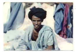 C2190 SÉNÉGAL - L'AFRIQUE EN COULEURS EDITIONS VINCENT ETHNICS FOLKLORE COSTUMES MARCHAND MAURE AU MILIEU DE SES TISSUS - Senegal