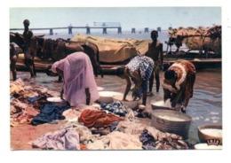 C2195 SÉNÉGAL - L'AFRIQUE EN COULEURS EDITIONS VINCENT ETHNICS FOLKLORE COSTUMES - LAVEUSES AU BORD DU FLEUVE - Senegal