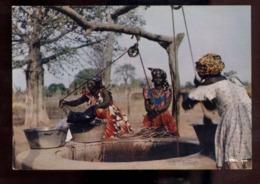 C2211 ETHNICS COSTUMES FOLKORE - AFRIQUE EN COULEURS EDITIONS HOA-QUI - AUTOUR DU PUITS - Afrika