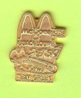 Pin's Mac Do McDonald's Guadeloupe Jetski Kawa Team Green - 4R19 - McDonald's