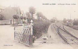 Indre        143        Villedieu Sur Indre.Le Passage à Niveau.La Gare - France