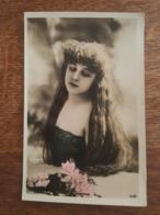 L'Artiste Robinne - Reutlinger Photographe à Paris Pour SIP N°1282 - Femme Vêtue à La Mode, Robe - Artisti