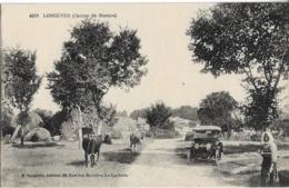 D17 - LONGEVES (CANTON DE MARANS)-Femme (certainement La Gardienne De Vaches)-Voiture Ancienne-Vaches - Francia