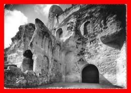 CPSM/gf (16) AUBETERRE-sur-DRONNE.  Falaise Dans Laquelle Est Creusée L'église Monolithe...J961 - Francia