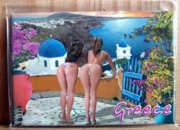 MAGNET 2 PIN UP FESSES NUES STRING HUMOUR GREECE SOUVENIR DE GRECE - Humour