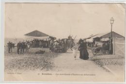 CPA  33  ARCACHON LES MARCHANDS D HUITRES AU DEBARCADERE - Arcachon