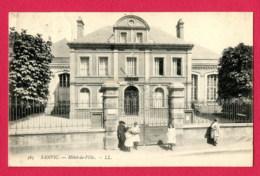 CPA (Réf : Y647) SANVIC (76 SEINE-MARITIME) Hôtel De Ville (animée) - France