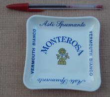 006, Cendrier Vide-Poche Publicitaire Monterosa - Vermouth Bianco - Nepal Service - PVC - Sonstige