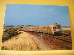 TRAIN 7492 - PRES DE WIMILLE-WIMEREUX 62 UN TER CALAIS-BOULOGNE SUR MER FORME DE...PAR UNE BB 67400 (TRACTION THERMIQUE) - Treinen
