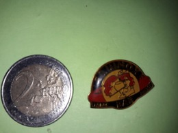 1 PIN'S.  L'EQUINOXE BAR TABAC PRESSE. - Pin's