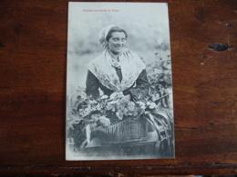 Lot 2 Cartes Femme Catalane Marchande Fleurs Catalane Allant A La Fontaine - Frankrijk