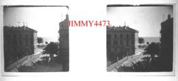 Plaque De Verre En Stéréo - Grand Immeuble Face à La Mer à Identifier - Saint Raphaël 83 Var - Taille 43 X 107 Mlls - Diapositiva Su Vetro