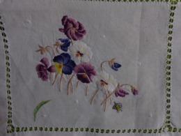 Lot De 18 Napperons Blanc Et Couleur Pour Loisir Creatif (violette-mimosa Etc..... - Tablemates