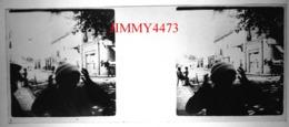 Plaque De Verre En Stéréo - Une Fillette Dans Une Rue Bien Animée - Saint Raphaël 83 Var - Taille 43 X 107 Mlls - Diapositiva Su Vetro