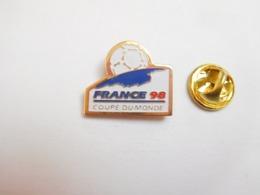 Beau Pin's , Football , Coupe Du Monde France 98 - Football