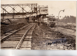 CPA PHOTO - 33 - HOSTENS (Gironde) - Chargement Des Lignites - CARTE RARE - - Eisenbahnen