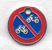 Jeton De Caddie  étranger, Panneau  De  Signalisation  Code De La Route, Interdit  Aux Vélos Et Skooters   Verso  Caddie - Einkaufswagen-Chips (EKW)