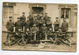 MILITARIA  CARTE PHOTO Militaires  Et Mitrailleuses Régiment CM 4    D14 2019 - Regiments