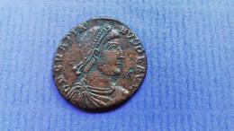 GRATIANUS AE 22 Bronze Arles Kaiser In Rüstung Vor Ihm Knieende Göttin - 8. Der Spätrömanischen Reich (363 / 476)