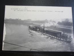 Le Passage Du Parisien à Neuville Sur Saône - Hausboote