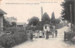 71 - Pontanevaux - Route De La Chapelle Animée - Une Charrette à Bras Au Passage à Niveau - France