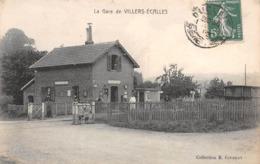 76 - Villers-Ecales - La Gare Animée - Barrières Du Passage à Niveau Ouvertes - France