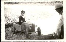 VOITURE A PEDALE ET ENFANT - Automobile