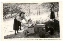 VOITURE A PEDALE ET ENFANT - Automobiles
