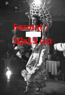 Reproduction D'une Photographie Ancienne D'une Danseuse Dénudée D'un Cabaret De La Place Pigalle - Reproductions